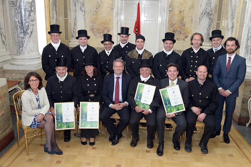 Umweltminister Rupprechter übergibt Zertifizierungsurkunden an Salzburger Rauchfangkehrer